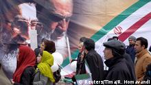 11.02.2016+++ People walk past a large picture of the late leader of the Islamic Revolution Ayatollah Ruhollah Khomeini (R) and Iran's Supreme Leader Ayatollah Ali Khamenei, during a ceremony marking the 37th anniversary of the Islamic Revolution, in Tehran February 11, 2016. REUTERS/Raheb Homavandi/TIMA ATTENTION EDITORS - THIS IMAGE WAS PROVIDED BY A THIRD PARTY. FOR EDITORIAL USE ONLY. +++ (C) Reuters/Tima/R. Homavandi