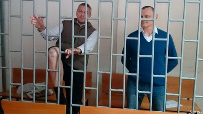 Станислав Клих и Николай Карпюк в зале суда (фото из архива)