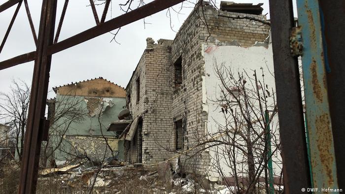 Развалины дома на линии фронта