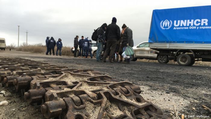 Доставка жителям села Сизое гуманитарной помощи