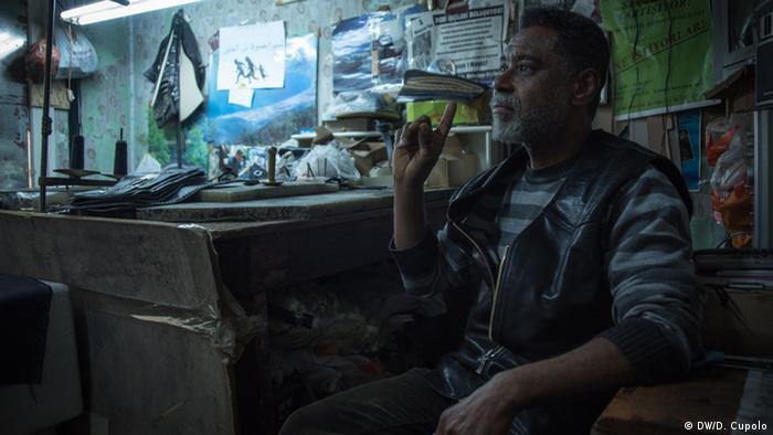Яльчин Янік, організатор центру для біженців