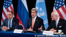 12.02.2016 MUNICH, GERMANY - FEBRUARY 12: U.S. Secretary of State John Kerry (C), Russian Foreign Minister Sergey Lavrov (L), and UN Special Envoy for Syria Staffan de Mistura (R), attend a news conference after the International Syria Support Group (ISSG) meeting in Munich, Germany, on February 12, 2016. Lukas Barth / Anadolu Agency Keine Weitergabe an Drittverwerter. © picture-alliance/AA/L. Barth