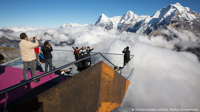 Skyline Walk am Schilthorn an der Bergstation Birg