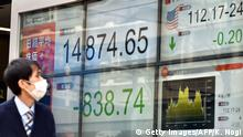 12.02.2016+++ A pedestrian looks at a share prices board showing numbers of the Tokyo Stock Exchange in Tokyo on February 12, 2016. The benchmark Nikkei 225 index at the Tokyo Stock Exchange plunged 5.34 percent, or 838.74 points, to 14,874.65 at the lunch break, after a one-day trading holiday. AFP PHOTO / KAZUHIRO NOGI / AFP / KAZUHIRO NOGI (Photo credit should read KAZUHIRO NOGI/AFP/Getty Images) +++ (C) Getty Images/AFP/K. Nogi