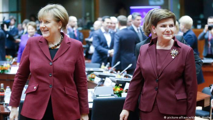 Polish Prime Minister Beata Szydlo (R), with German Chancellor Angela Merkel