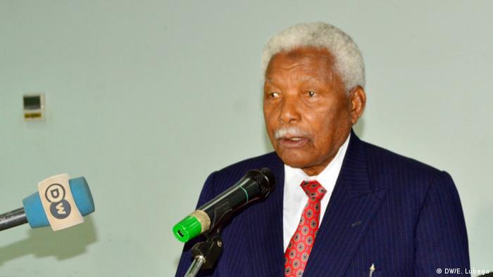 Rais wa zamani wa Tanzania Alhaji Hassan Mwinyi ni miongoni mwa waliohudhuria uzinduzi wa kitabu hicho kinachohimiza amani.