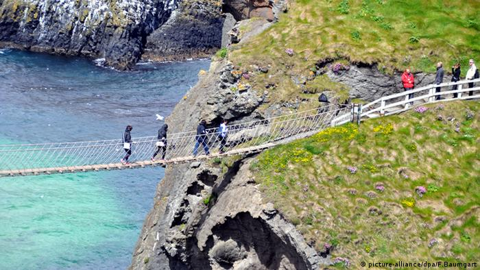 Carrick-a-Rede Rope Bridge bei Ballintoy Skywalks