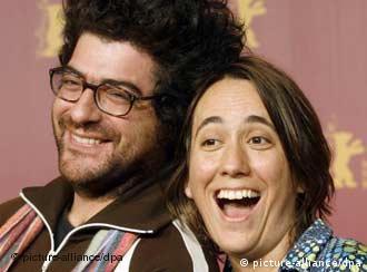 Rodrigo Moreno, director de El Custodio, y la camarógrafa Barbara Alvarez en la Berlinale