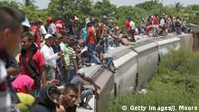 6.08.2013 *** Getty Images/J. Moore Bildunterschrift:IXTEPEC, MEXICO - AUGUST 06: Central American immigrants arrive on top of a freight train on August 6, 2013 to Ixtepec, Mexico. Thousands of Central American migrants ride the trains, known as 'la bestia', or the beast, during their long and perilous journey north through Mexico to reach the United States border. Some of the immigrants are robbed and assaulted by gangs who control the train tops, while others fall asleep and tumble down, losing limbs or perishing under the wheels of the trains. Only a fraction of the immigrants who start the journey in Central America will traverse Mexico completely unscathed - and all this before illegally entering the United States and facing the considerable U.S. border security apparatus designed to track, detain and deport them. (Photo by John Moore/Getty Images) Getty Images/J. Moore