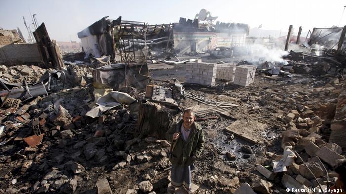 Zerstörung nach Luftschlag in Sanaa, 12.02.2016 (Foto: REUTERS/Mohamed al-Sayaghi