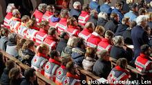 14.2.2016 *** picture alliance/dpa/U. Lein Mitglieder von Rettungsdiensten nehmen am 14.02.2016 in Bad Aibling (Bayern) an einem ökumenischen Gottesdienst für die Angehörigen der Opfer eines Zugunglückes und für die Rettungs- und Hilfskräfte teil. Foto: UWE LEIN/dpa +++(c) dpa - Bildfunk+++ picture alliance/dpa/U. Lein
