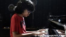 12-year-old Indonesian jazz pianist Joey Alexander plays the piano on the main stage of the 'Jazz in Marciac' festival prior to his perfomance on August 10, 2015 in Marciac, southwestern France. AFP PHOTO/PASCAL PAVANI (Photo credit should read PASCAL PAVANI/AFP/Getty Images) +++ (C) Getty Images/AFP/P. Pavani