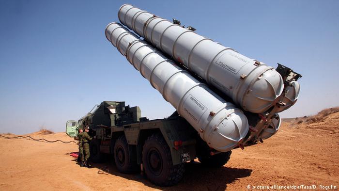 Зенитно-ракетный комплекс С-300 (фото из архива)