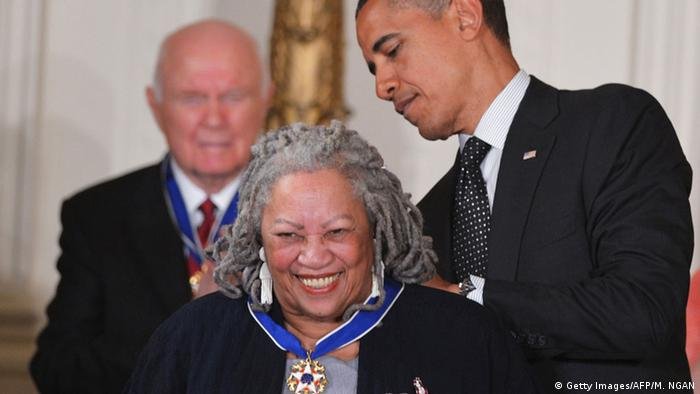 Barack Obama honored Toni Morrison with the Presidential Medal of Freedom in 2012 - the highest civilian honor in the US (Photo: AFP)