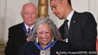 USA Obama verleiht Freiheitsmedaille des Präsidenten an Toni Morrison (Getty Images/AFP/M. NGAN)