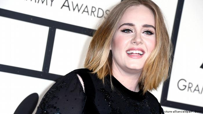 Adele arrives for the 58th annual Grammy Awards held at the Staples Center in Los Angeles, California, USA, 15 February 2016. EPA/PAUL BUCK +++(c) dpa - Bildfunk+++