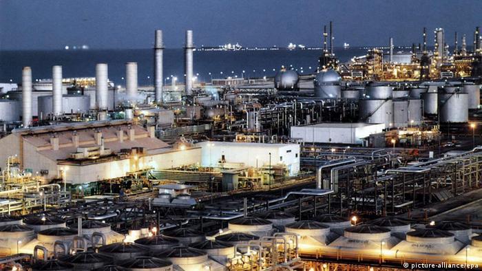 Saudi Arabien Ölraffinerie bei Dhahran (picture-alliance/epa)