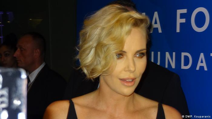Berlin Spendengala Cinema for Peace Charlize Theron (DW/P. Kouparanis)