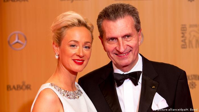 Deutschland Günther Oettinger mit Lebensgefährtin Friederike Beyer