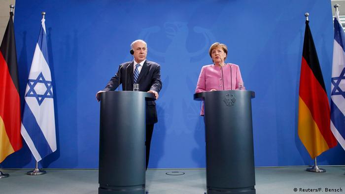 Benjamin Netanyahu ao lado da chanceler alemã, Angela Merkel, em Berlim