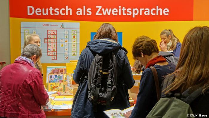 Didacta 2016 in Köln - Bücher zu Deutsch als Zweitsprache Foto: Helena Baers