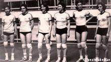 Iranische Frauennationalmannschaft Volleyball-Team Vor der Revolution (1979) Bildbeschreibung: Von recht: Mahnaz naraghi, soraya Yeganeh, fatemeh Spanji, Forouzan Abdi, parivash Vakili, Giti Yeganeh lizenzfrei: pezhvakeiran