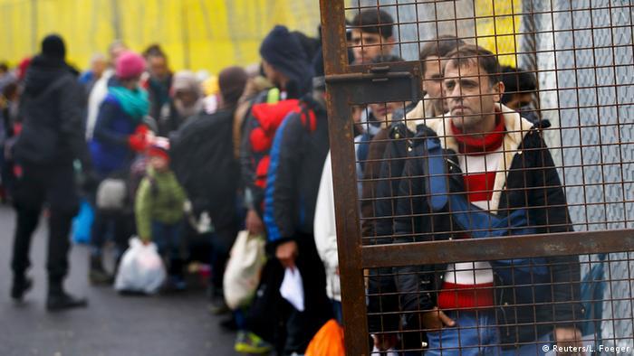 Министр внутренних дел ФРГ усилил давление на страны ЕС