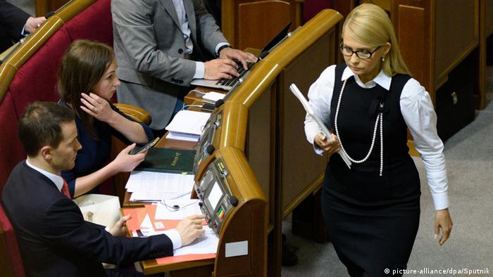 У 2016 році спалахнув скандал, коли тисячі пенсіонерів Київської області майже одночасно однаковими платежами перерахували БЮТ майже 7,5 мільйонів пожертв від громадян