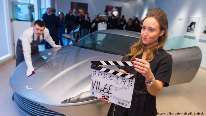 James Bond's Aston Martin on auction at Christie's, Copyright: picture alliance/empics/D. Lipinski