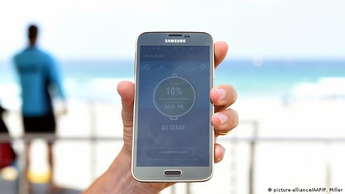 So sieht die App am Smartphone aus, die den Haialarm weitergibt (Foto: picture alliance).