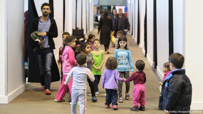 Беженцы в центре временного размещения в Берлине