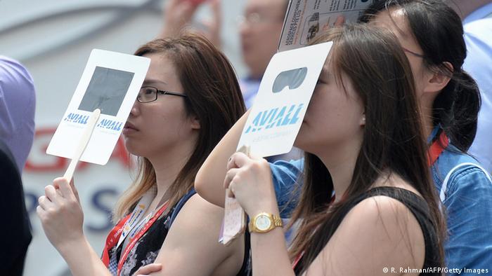 Singapur Airshow Zuschauerinnen
