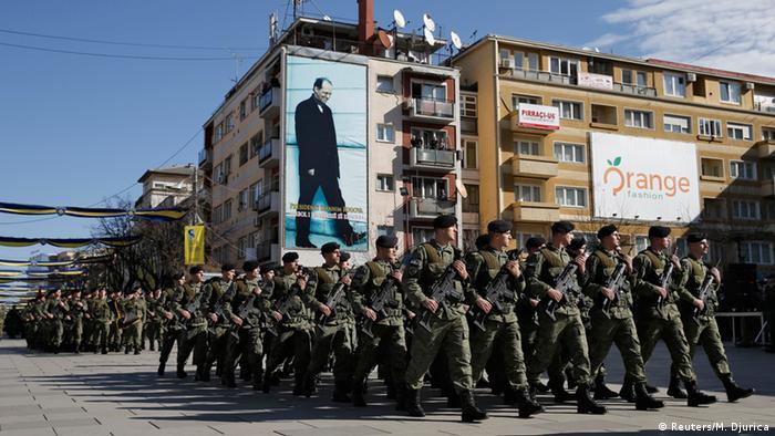 Kosovo Jahrestag der Unabhängigkeit - Parade in Pristina