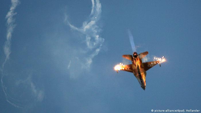 Israel F-16 Jet Kampfflugzeug (picture-alliance/dpa/J. Hollander)