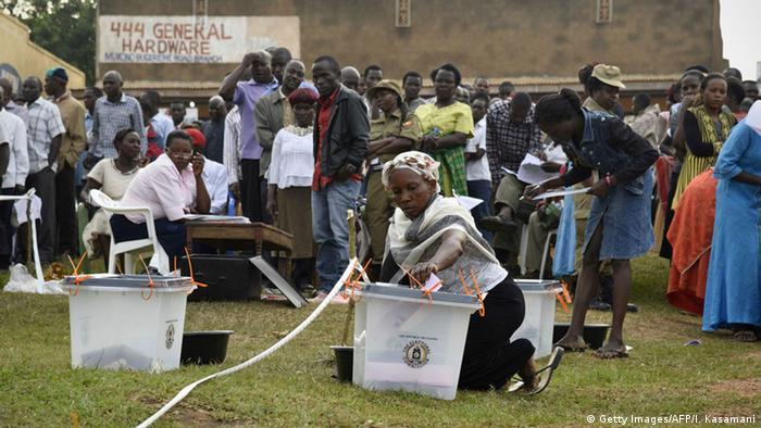 Uganda Wahlen Wähler Wahlstation