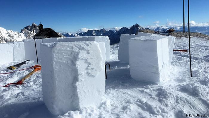 Deutschland Zugspitze Iglu-Bau