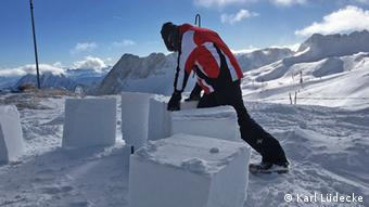 Building an igloo on the Zugspitze | DW Travel | DW | 11 02 2019