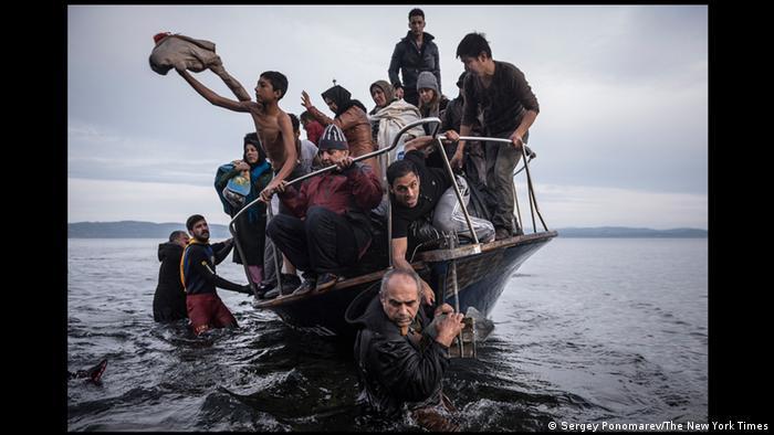 Сергей Пономарев. Лодка с беженцами у острова Лесбос