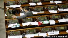 Symbolbild leere Sitze im Parlament Kiew Ukraine
