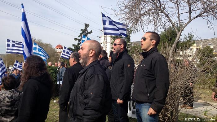 Athen Protest gegen Flüchtlings - Hotspots Chrysi Avgi Ilias Kasidiaris (DW/P. Zafiropoulos)