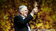 18.02.2016 +++ BERLIN, Feb. 18, 2016 (Xinhua) -- German cinematographer Michael Ballhaus receives his trophy during the award ceremony for the Honorary Golden Bear Award at the 66th Berlinale International Film Festival in Berlin, Germany, on Feb. 18, 2016. (Xinhua/Zhang Fan Copyright: picture-alliance/Xinhua/Z. Fan