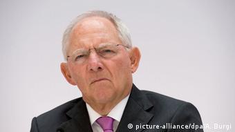 Σταδιακή αύξηση του ορίου ηλικίας για τη συνταξιοδότηση προτείνει ο Βόλφγκανγκ Σόιμπλε
