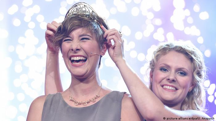 German Wine Queen Josephine Schlumberger receiving her crown, Copyright: picture-alliance/dpa/U. Anspach