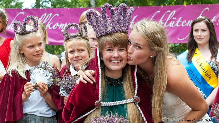 Heather queen Victoria in Amelinghausen, Copyright: picture-alliance/dpa/P. Schulze