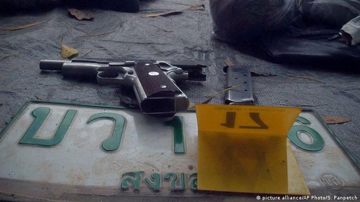Thailand Narathiwat Pistole Tatort Symbolbild Waffen Gewalt