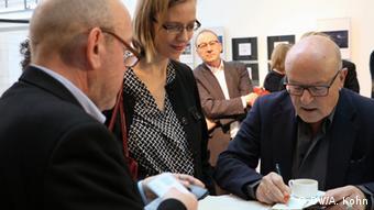 Discussing the Rwanda Media Project with Volker Schlöndorff, Foto: DW Akademie/Alice Kohn