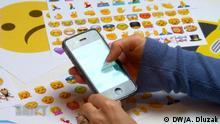 ***Achtung: Nur für geklärte Verwendung nutzen!*** DW Shift Emojis Wer hat das Bild gemacht/Fotograf?: Alexander Dluzak (i.A. d. DW) Wann wurde das Bild gemacht?: Screenshot Wo wurde das Bild aufgenommen?: Screenshot Bildbeschreibung: Viele Emoji mit Handy
