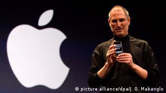 Steve Jobs mit Apple iPhone