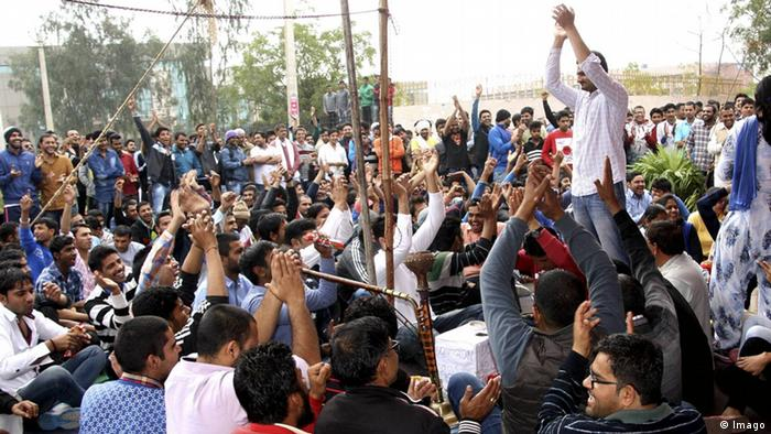 Jat protesters blocked highways to call for more opportunities in the government and univesities