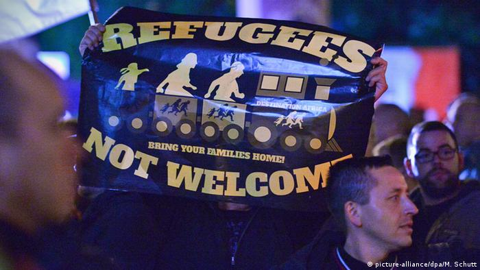 Protesters hold a Refugees not welcome sign at a demonstration in Erfurt, Germany (picture-alliance/dpa/M. Schutt)